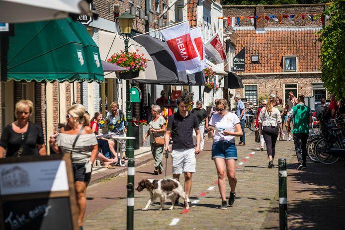 Op Eerste Pinkserdag werd een drukbezochte illegale koopzondag gehouden in Elburg Vesting.