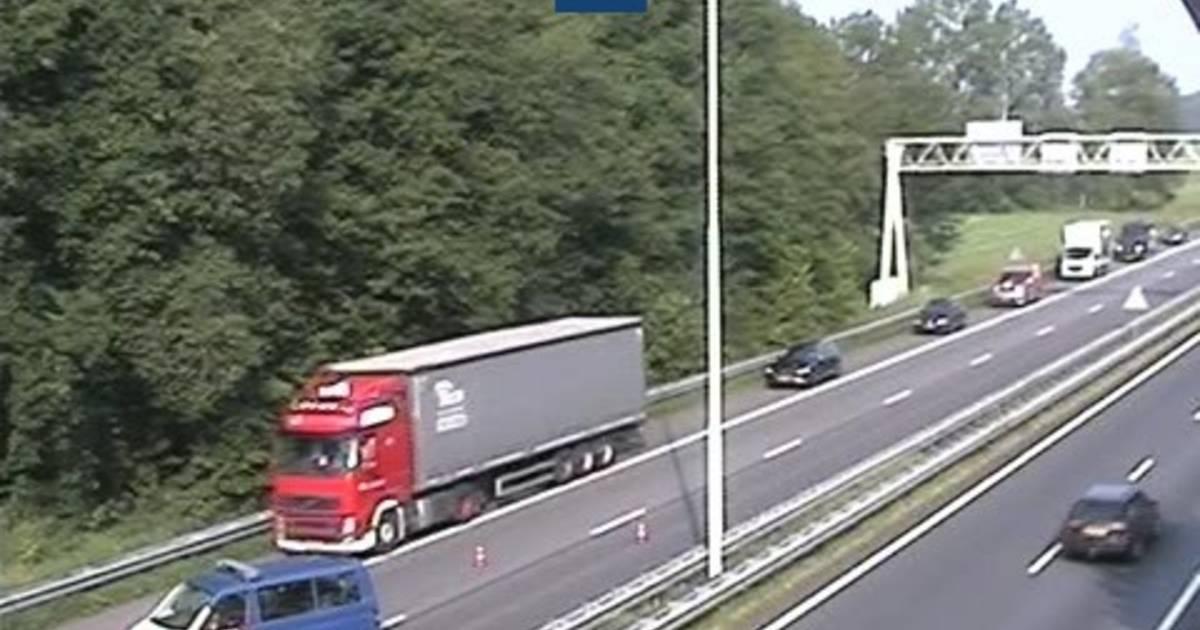 Twee rijstroken op A58 richting Eindhoven dicht door een ongeluk, alleen vluchtstrook open.