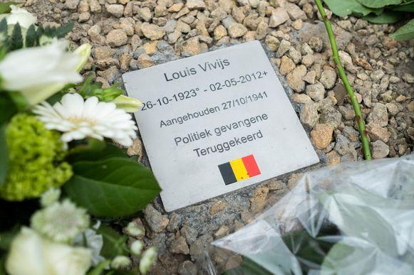 De herinneringssteen voor Louis Vivijs.