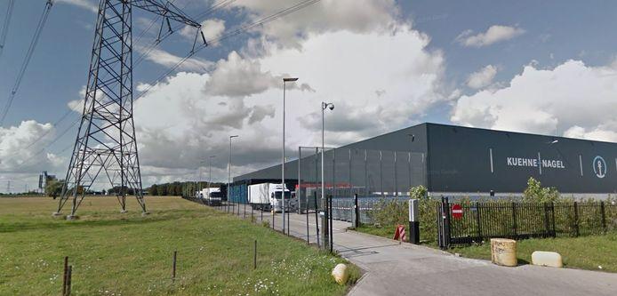 De diefstal gebeurde bij Kuehne + Nagel in Zwolle.