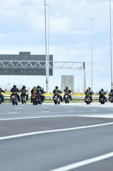 900 motorrijders bij Moordrecht de snelweg op, verkeer rijdt stapvoets