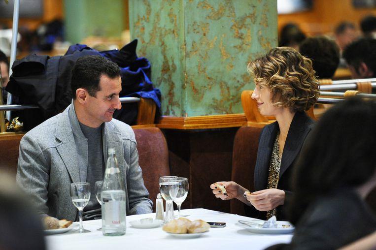 Al-Assad met zijn vrouw Asma in Parijs in 2010. Beeld afp