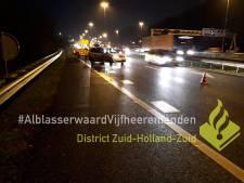 Vrachtwagen botst achterop auto op A15 bij Gorinchem