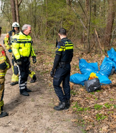 Hennepafval gedumpt op bospad in Oosterhout