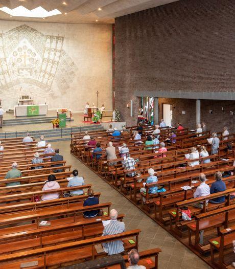 Er zijn weer kerkdiensten, maar het blijft behelpen: 'De mensen mogen niet zingen, ik vind het armoede'