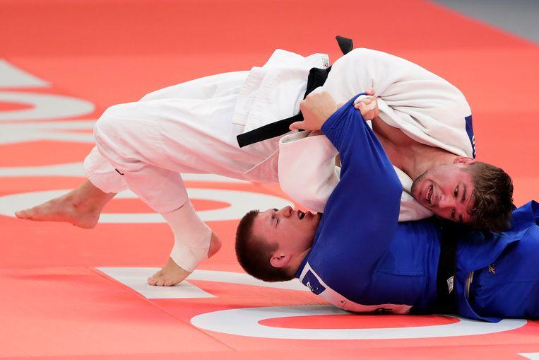 Noël van 't End (wit) wordt in 2019 wereldkampioen in dezelfde hal waar Geesink goud veroverde. Beeld Getty Images
