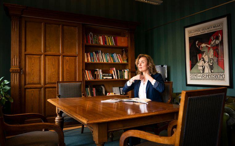 Vera Bergkamp (D66) heeft zich gekandideerd voor het voorzitterschap van de Tweede Kamer. Ze neemt het morgen op tegen zittend voorzitter Khadija Arib en PVV'er Martin Bosma. Beeld Freek van den Bergh / de Volkskrant