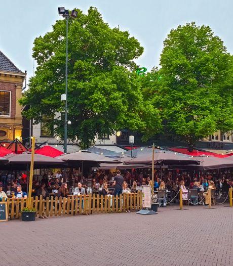 TERUGLEZEN | Bomvolle terrassen in Enschede en Twentse sportkantines zijn weer open