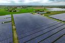 Een groot zonnepark in de weilanden bij Wilp.