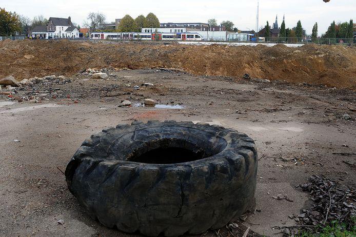 Ooit stonden hier de vleesfabrieken van Hombrug. Al jaren ligt het terrein er desolaat bij. foto: Ed van Alem