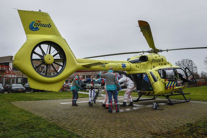 Ziekenhuis ZGT Almelo kan de stroom niet meer aan en moet een coronapatiënt doorsturen naar Dortmund.