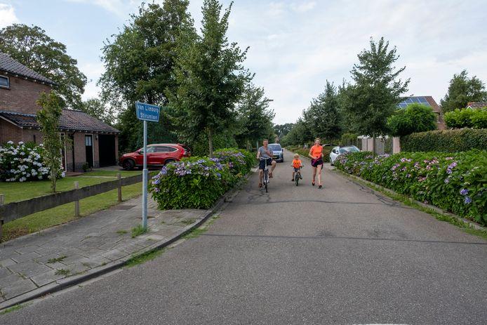 De Van Limburg Stirumlaan in Wezep werd getroffen door een bedreiging en diefstal van een auto.