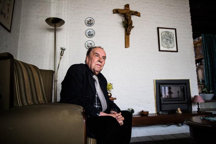 Priester Clemens Crolla thuis in Huissen. Foto: Rolf Hensel.