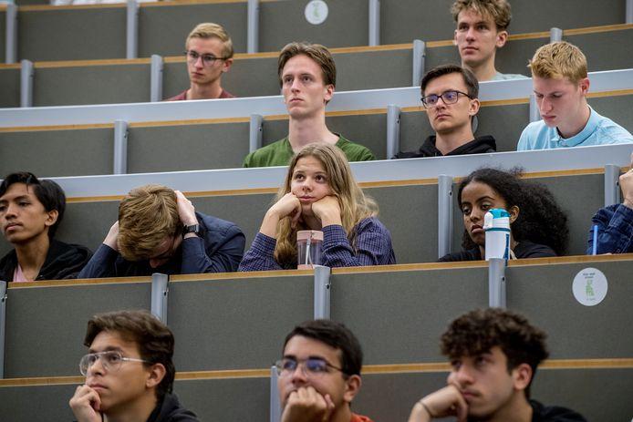 Nijmegen 07/09/2021 - KIJKEN - Zkatern - Studenten mogen weer naar de universiteit  die vanwege het coronavirus lang was gesloten - foto studenten Radboud — iov Gelderlander - dgfoto - Foto Raphael Drent