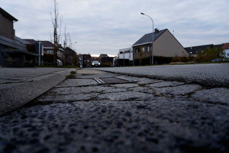 Tienen, Houtemstraat, ter hoogte van nummer 32 waar in 1991 de bewuste broek werd gevonden. Dit is het stuk straat dat toen werd afgesloten door de politie. Beeld © Eric de Mildt
