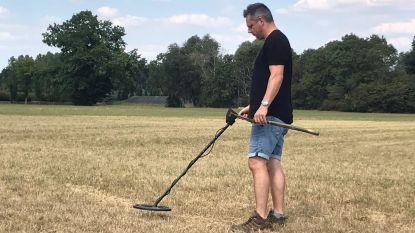 Eddy vindt bijl van 3000 à 5000 jaar voor Christus op een veld in Tielt-Winge
