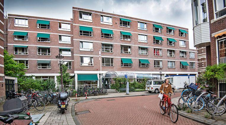 Verzorgings tehuis Amsta op de Anna van Den Vondelstraat.  Beeld Guus Dubbelman / de Volkskrant
