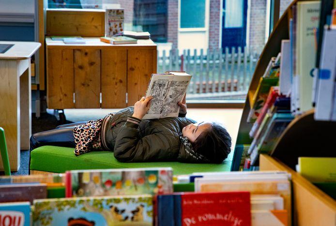 Op de jeugdafdeling van de bibliotheek in Helmond wordt nog wel gelezen.