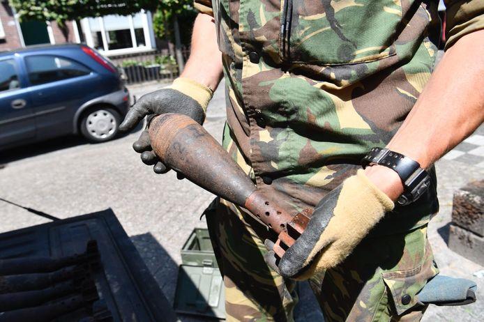 Een van de mortiergranaten die in het huis werd gevonden.