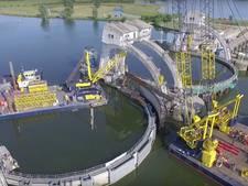 Drone filmt vervanging vizierschuif stuwcomplex Amerongen