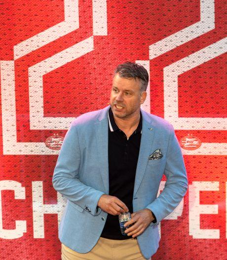 Peesjevee-podcast: Rob Scheepers kan zes weken in lockdown als er weer een kampioenssticker van de Ajax-bus gepeuterd moet worden