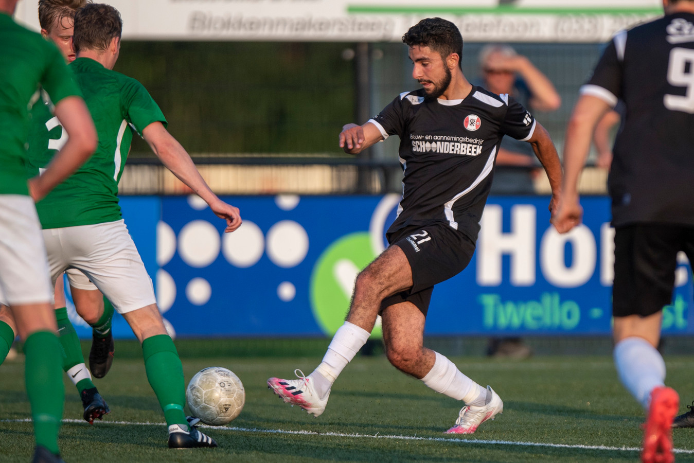 Nieuwkomer Sohaib Echahbouni, overgekomen van Ter Leede, maakte tegen Eemdijk zijn officieuze debuut voor Hoogland.