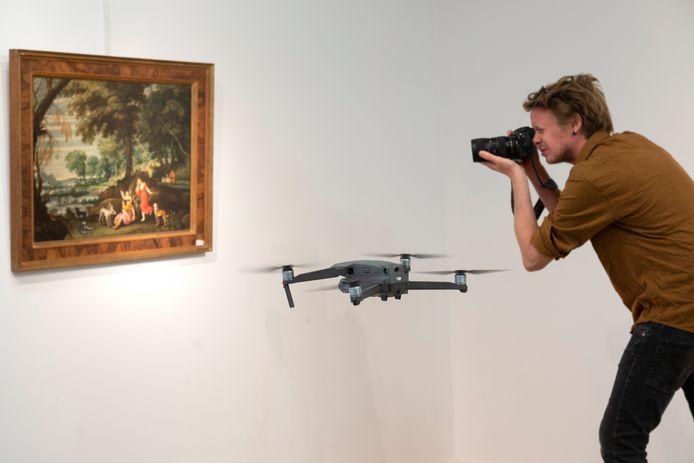 Om kandidaat-kopers de werken voorafgaand te laten ontdekken heeft veilinghuis Bernaerts een drone ingezet.