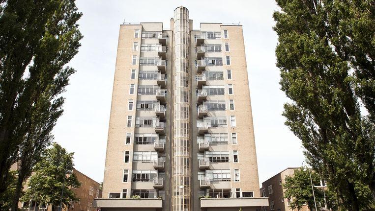 De Wolkenkrabber, zoals het gebouw in de volksmond heet, aan het Victorieplein. Beeld Maarten Steenvoort