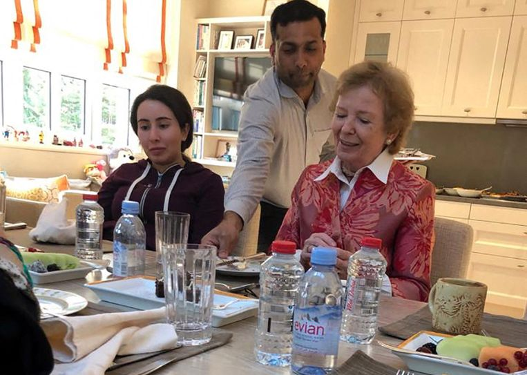 Prinses Latifa (links) met de Ierse ex-president Mary Robinson, in december 2018.  Beeld AFP
