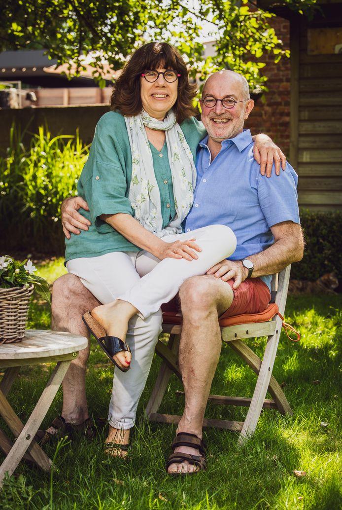 """Pierre Van Damme (60) en zijn vrouw Myrjam (ook 60) zijn perfect op elkaar ingespeeld. Thuis, met de nodige grapjes, maar ook professioneel: """"Dankzij Myrjam en haar patiënten weet ik perfect wat de top drie van vragen is die mensen zich stellen."""""""
