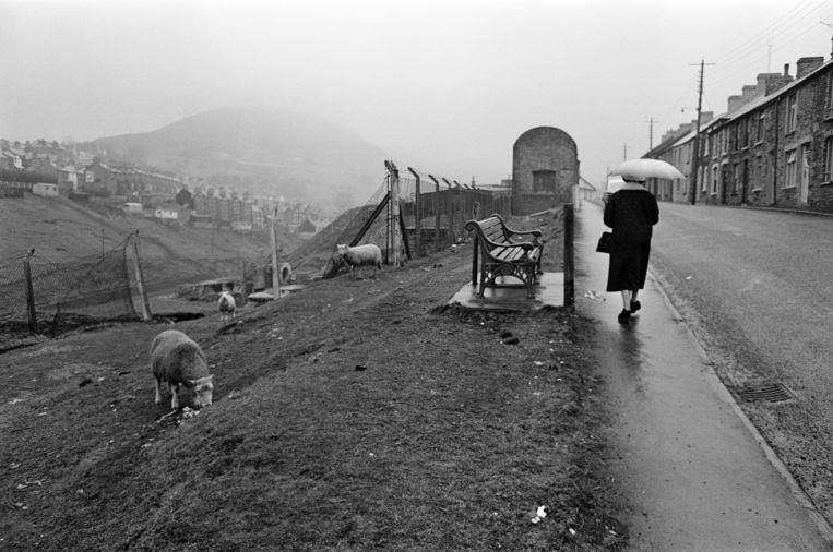 Abertillery, de grootste stad van de Ebbw Fach-vallei in het historische graafschap Monmouthshire, Wales, februari 1965. Beeld Getty Images