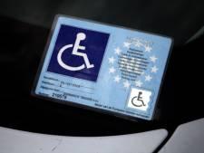 Hellendoorn wil gehandicapten meer laten betalen voor parkeerkaart: 'Niet gepast'