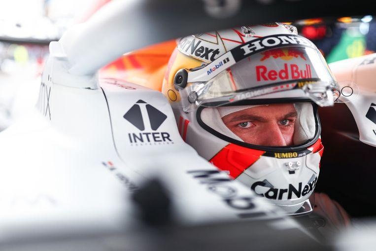 Na zijn tweede plaats in Turkije staat Max Verstappen zes punten voor op titelconcurrent Lewis Hamilton. Beeld Getty Images