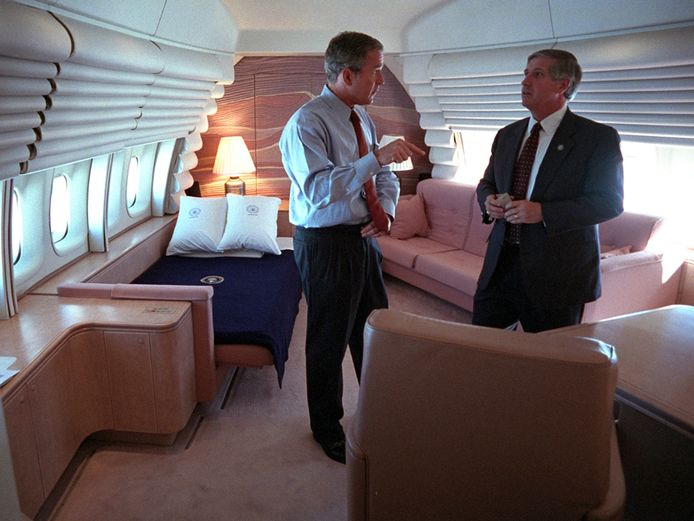 President George W. Bush aan boord van de Air Force One.