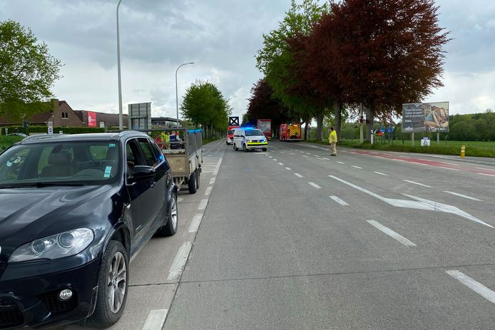 Het ongeval gebeurde op het kruispunt van de Grote Steenweg N9 met Strijmeers op de grens van Lede met Vlierzele.