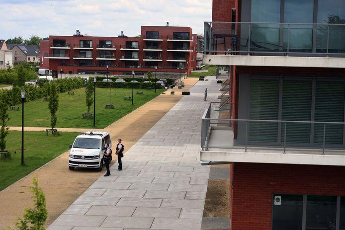 Zoektocht naar militair Jürgen Conings breidt zich uit naar Leuven: politie massaal aanwezig aan flat Van Ranst