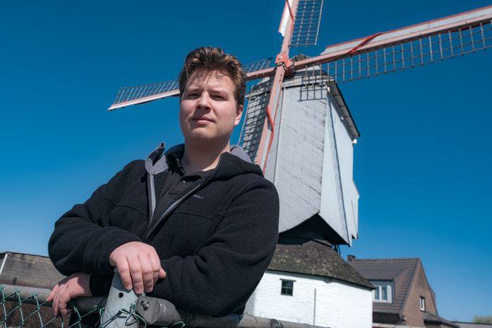 Alexander Malomgré aan de  molen van 't Heiken in Aartselaar.