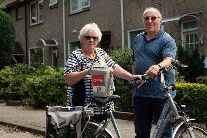 Henny van Dijk uit Veenendaal gaat straks gewoon weer met de collectebus langs de deuren.