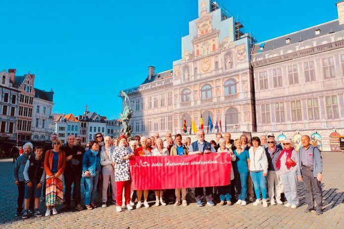 Om zich in de kijker te spelen, hebben de Antwerpse Stadsgidsen zaterdag voor 12 groepen gratis rondleidingen gegeven.