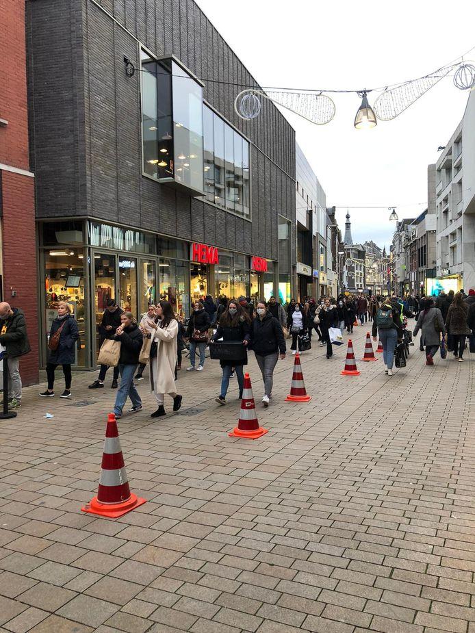 Drukte in de binnenstad van Tilburg.
