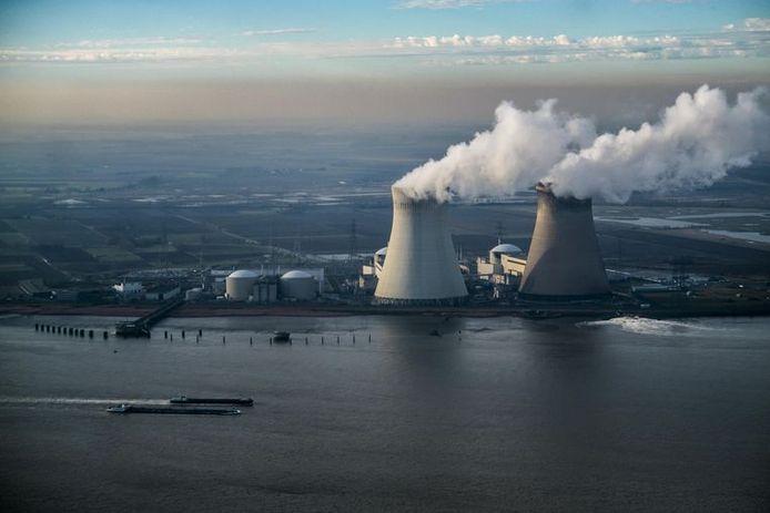 """Il y a un """"besoin urgent de revoir la loi"""" pour éviter """"un risque considérable que la population belge doive supporter à l'avenir les énormes coûts pour le démantèlement des centrales nucléaires et/ou la gestion des matières fissiles irradiées"""", prévient la CPN."""