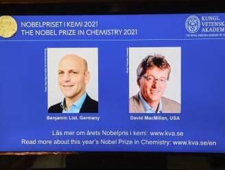 Nobelprijs voor Scheikunde gaat naar wetenschappers die nieuwe manier ontwikkelden om moleculen te bouwen