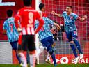 Dusan Tadic is uitzinnig van vreugde na zijn late gelijkmaker tegen PSV vanaf de penaltystip. Ajax lijkt dit seizoen patent te hebben op het maken van doelpunten in de slotfase.