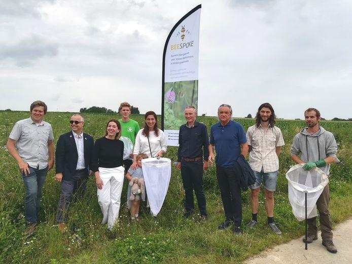 Vlaams Minister Zuhal Demir (N-VA) kwam op werkbezoek naar Ressegem om de eerste resultaten van het Europees project 'Beespoke' te zien.