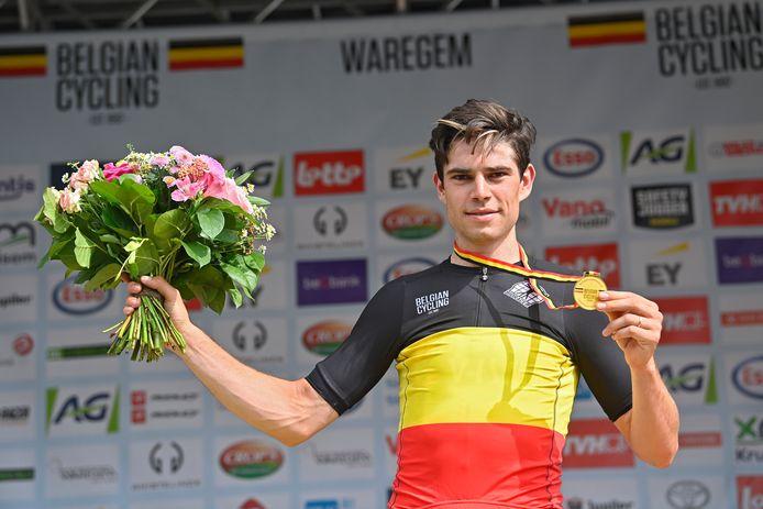 Van Aert kroonde zich in Waregem tot Belgisch kampioen op de weg.