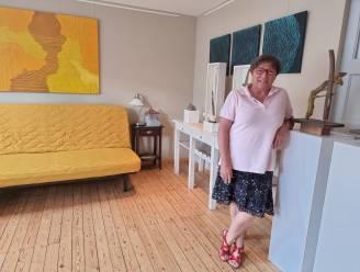 """Dinora zet haar huis open voor kunstenaars en kunstminnaars: """"Ik hou er van om drempels te slopen"""""""