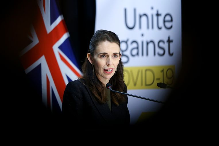 Jacinda Ardern, de premier van Nieuw-Zeeland, dinsdag tijdens een persconferentie Beeld Getty Images