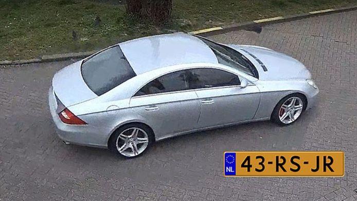De Mercedes CLS die verdween in Culemborg met het oorspronkelijke kenteken op door de politie vrijgegeven beeld.