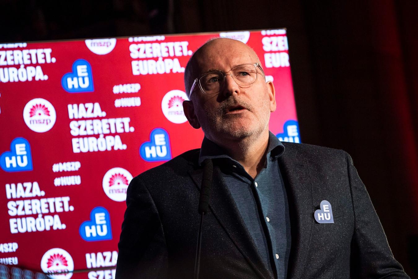 Frans Timmermans speecht tijdens het congres van de Hongaarse Socialistische partij in Boedapest