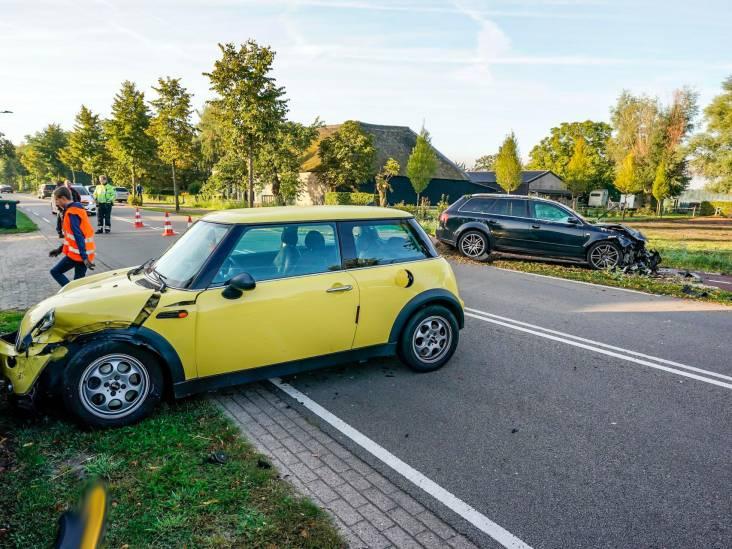 Twee auto's op elkaar gebotst in Dongen, voertuigen fors beschadigd